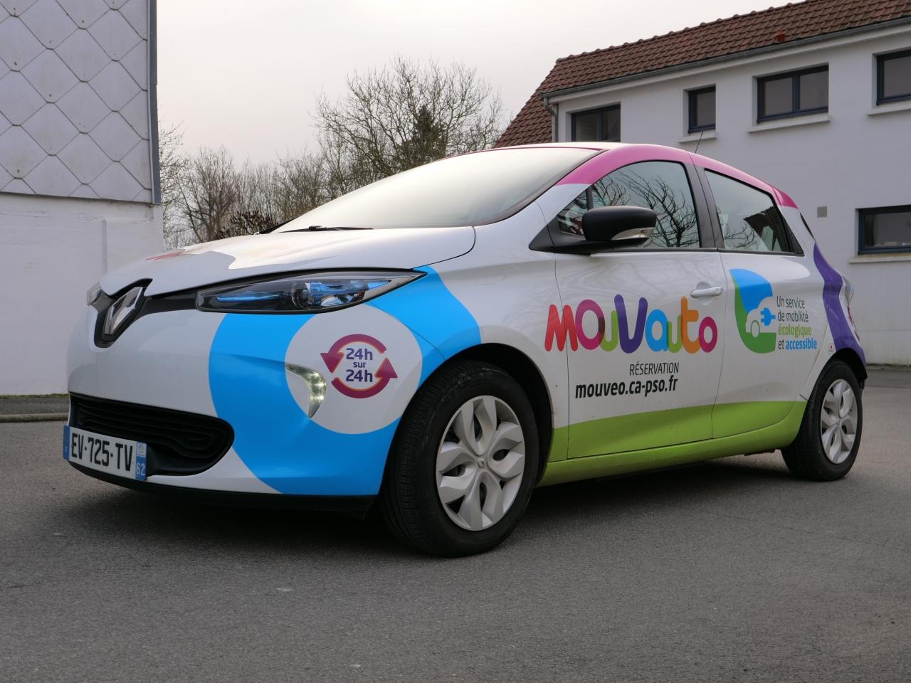 Véhicule électrique designée aux couleurs de Mouvauto